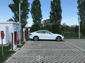 Charging the car in Arezzo at the Supercharger.